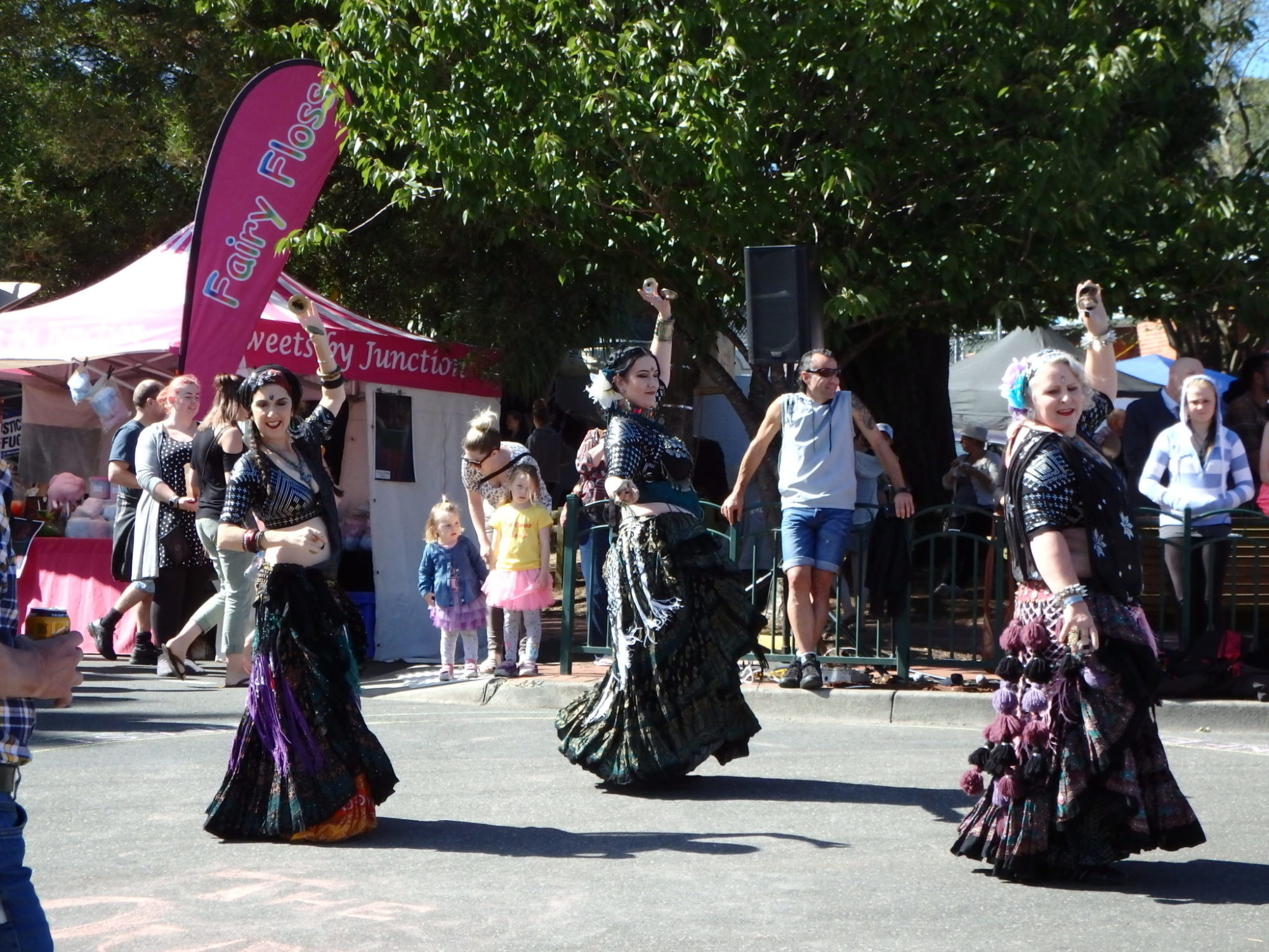 Flamenco Dancers on the Round